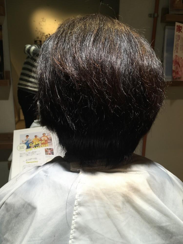 くせ毛、毛量、広がる、多い、治らない、カット、軽くする、硬い