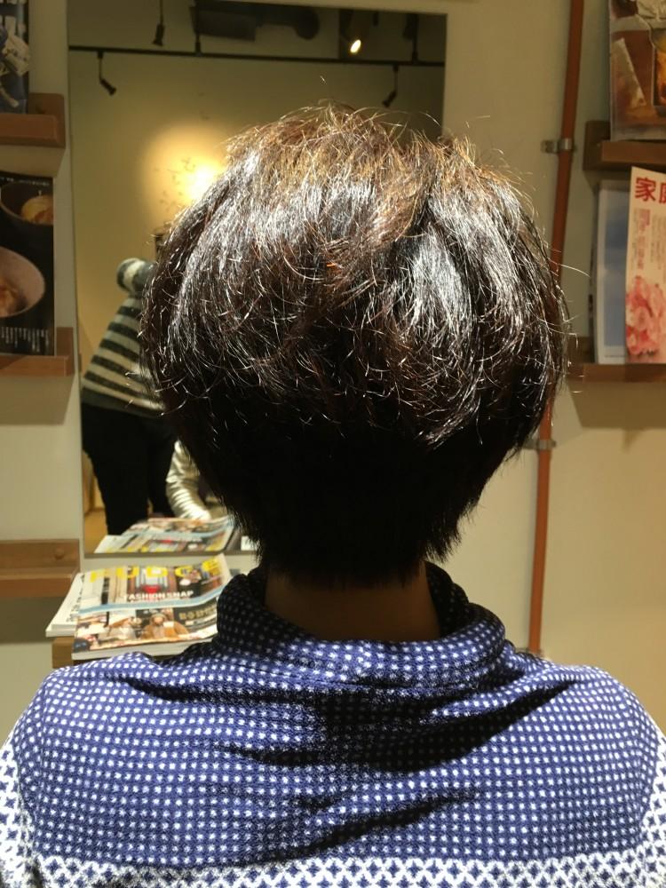 くせ毛、毛量、多い、広がる、治らない、カット、軽くする