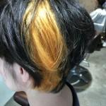 黒髪からブリーチを使ったインパクトありのデザインカラー