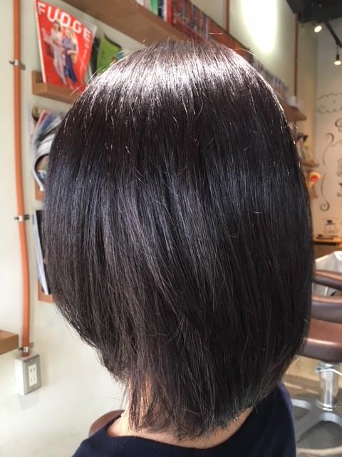 市販の白髪染めで赤くなってしまった髪をサロンカラーで赤みを消してグレイッシュに!