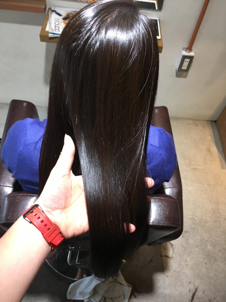 縮毛矯正で髪が直るとこはありません。それでも手触りを良くすることは可能です!
